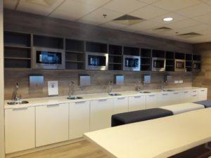 Vipservice - wyposażenie obiektów biurowych, zabudowa meblowa, tea point, jadalnia, sala konferencyjna Realizacja CBRE – BUDYNEK ARTICO