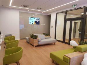 Realizacje - wyposażenie placówki medycznej, recepcja, poczekalnie, meble biurowe. Vipservice