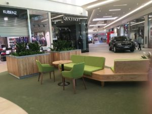 Vipservice - realizacja Centrum Handlowe Vivo Krosno - wyposażenie ciągów komunikacyjnych, części restauracyjnej, okładzin ściennych