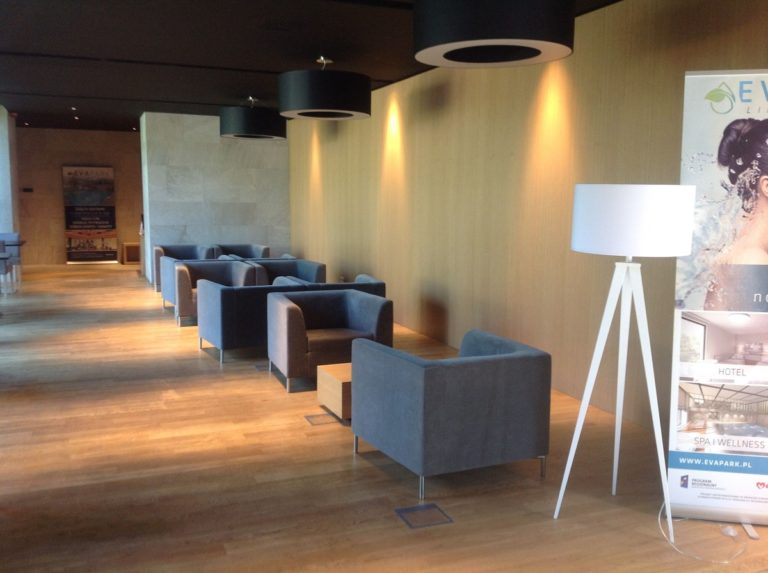 Vipservice - realizacja wyposażenia Hotel SPA Konstancin - recepcje, bary, szatnie, gabinety zabiegowe, pokoje hotelowe, basen