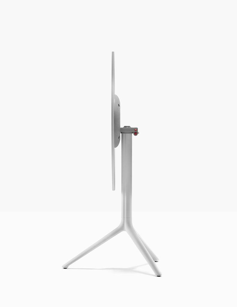 Stolik Elliot - Producent: Pedrali, Dystrybutor: Vipservice - stolik o wszechstronnym zastosowaniu: do hoteli, restauracji, coffee point