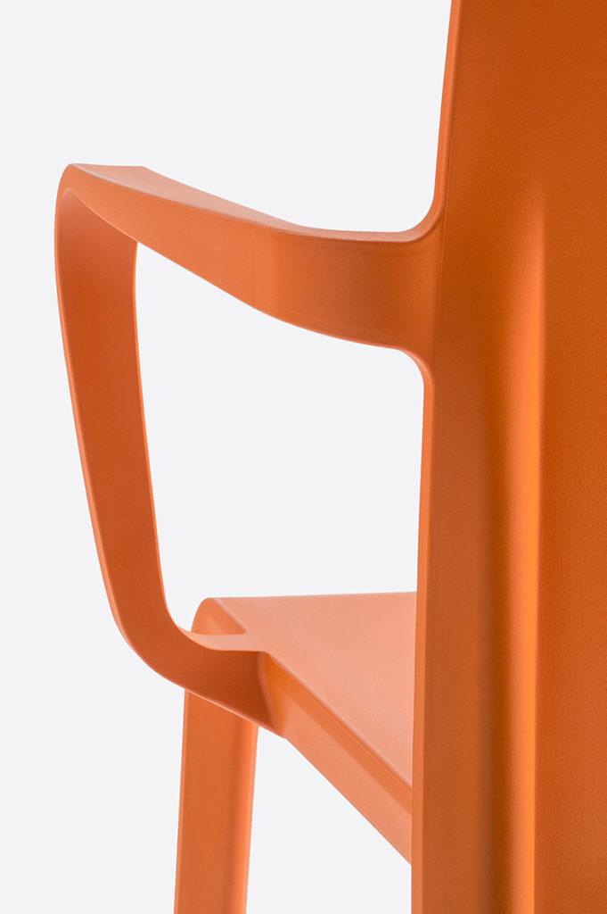 Krzesło Volt - do użytkowania wewnątrz jak i na zewnątrz. Producent: Pedrali Dystrybutor: Vipservice